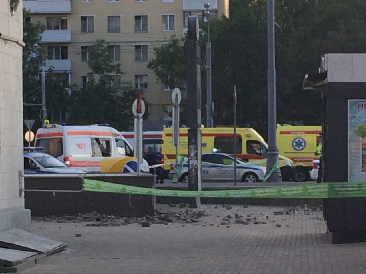 Оцепленный вход в подземный переход на станции метро «Войковская»