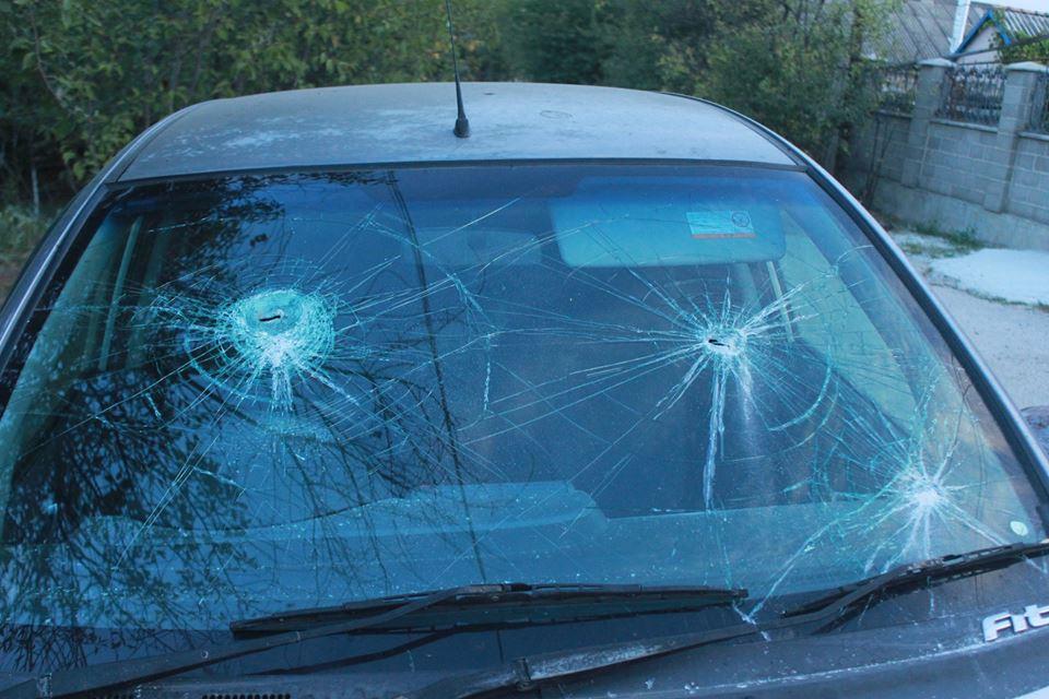 Машина Яны Гончаренко после нападения