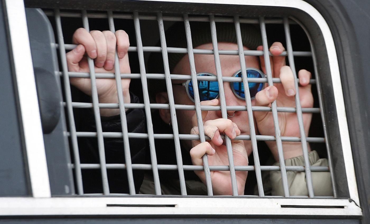 Задержанный на акции 26 марта 2017 года в Москве. Фото: Александр Миридонов / Коммерсант