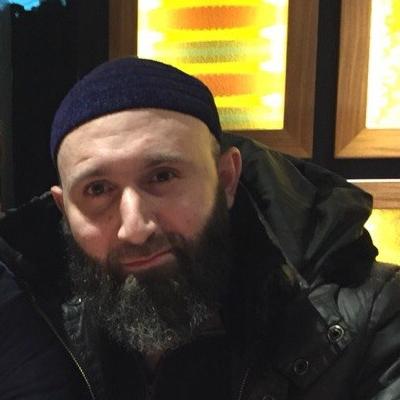 Про этого человека известно очень мало. Родился в 1979 году в селе Шалажи Урус-Мартановского района Чечни. В 2003 году упоминался в криминальной сводке: подозревался в том, что вместе с двумя подельниками у кинотеатра «Пушкинский» в Москве завладел чужим телефоном и сумкой с деньгами. Согласно утечке из одной из государственных баз данных, в 2013 году числился юристом в фирме, где директором была Елизавета Эльмурзаева.