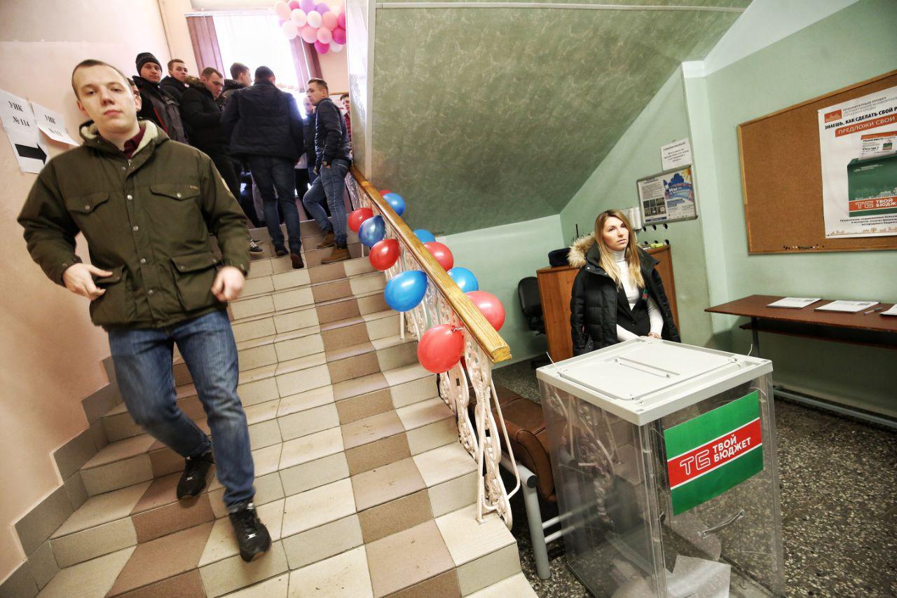 Голосование на участках 111 и 114. Петербург