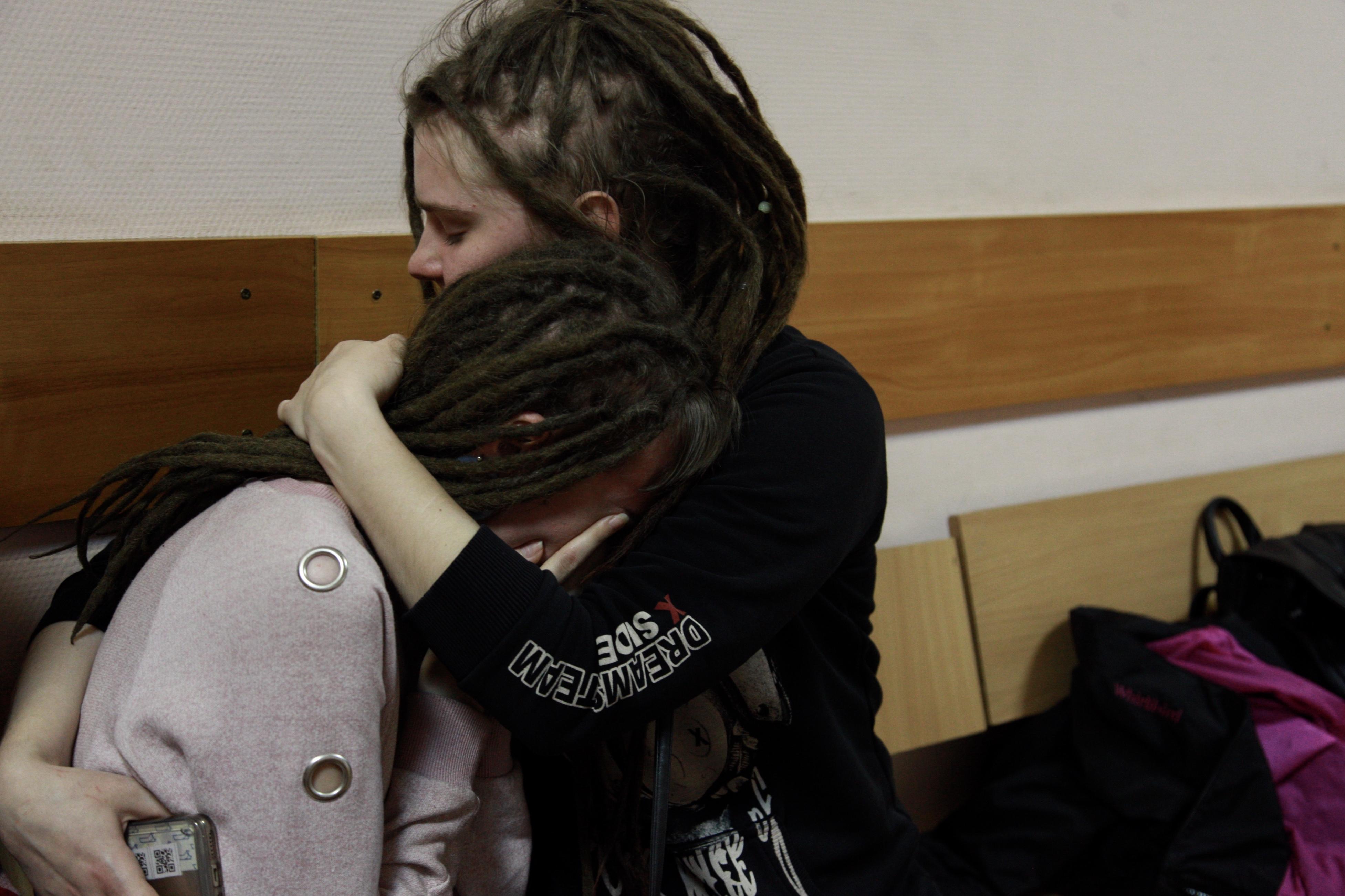 Девушка Цакунова после оглашения постановления