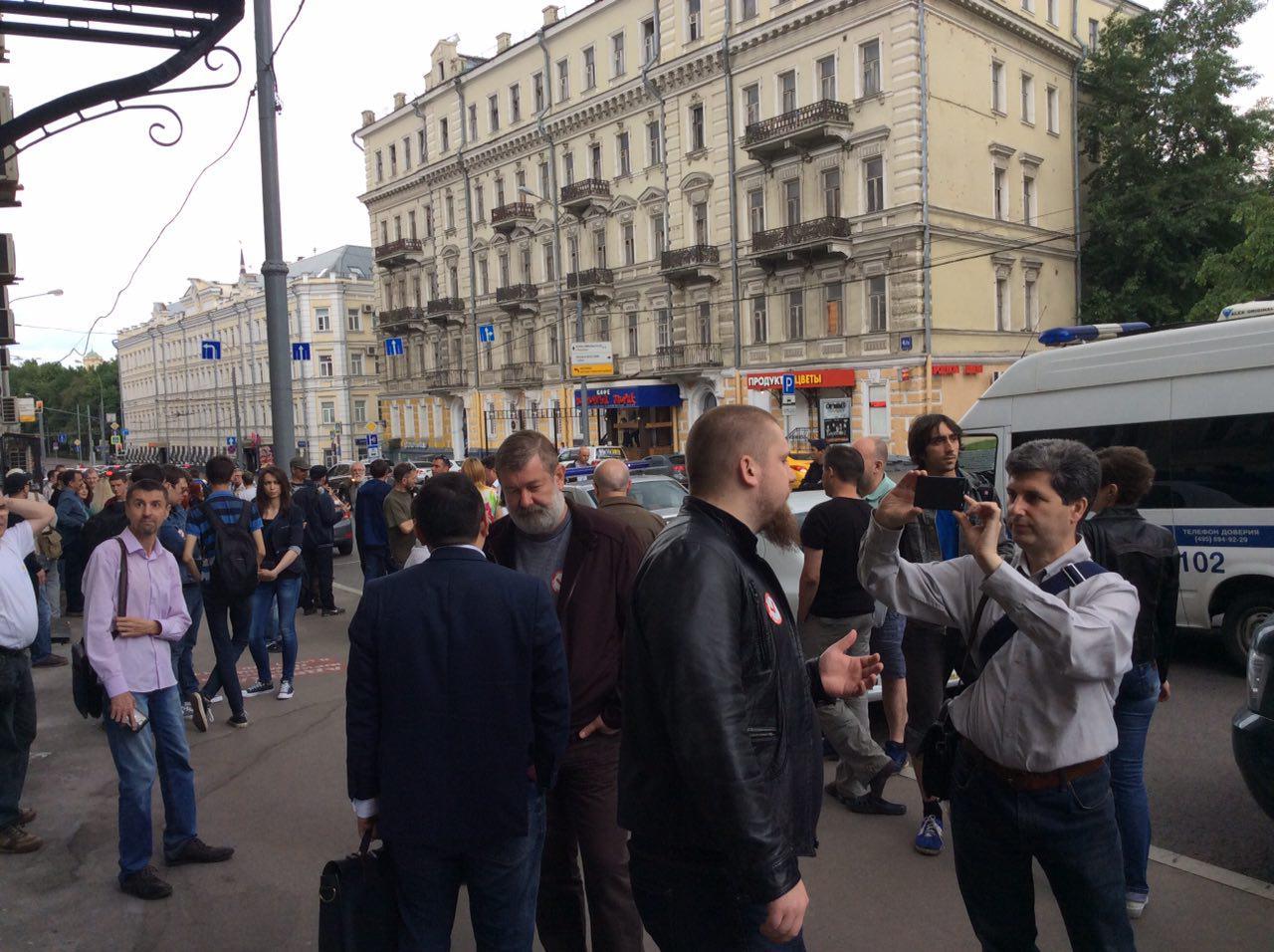 Вячеслав Мальцев и Марк Гальперин у Басманного суда