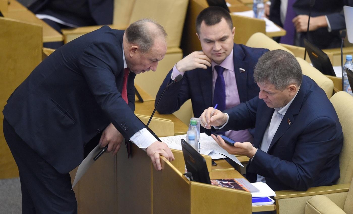 Сергей Казанков (в центре). Фото: Дмитрий Духанин / Коммерсант